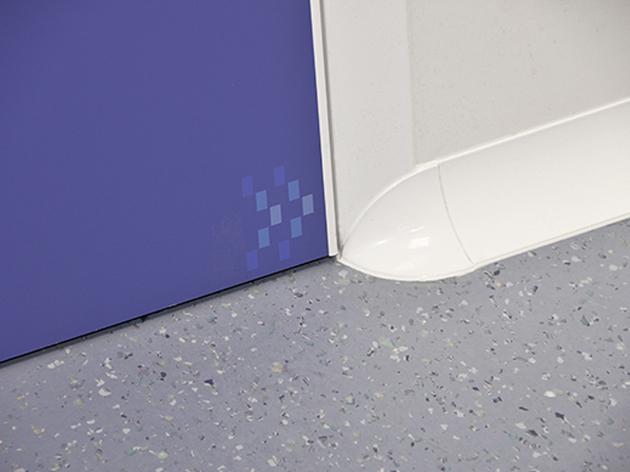 Esquina de perfil para puerta Clean Concept de Albian Group