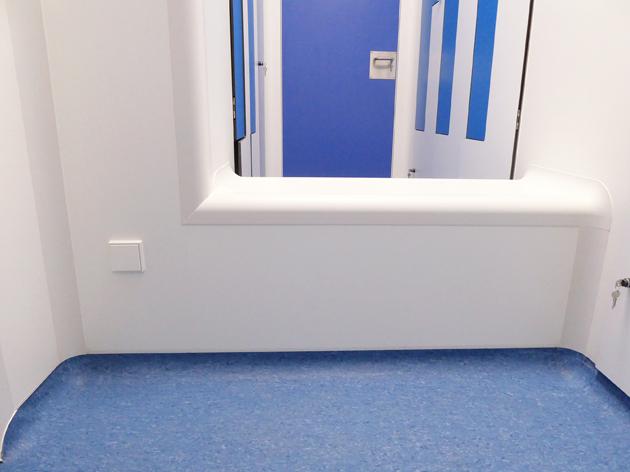 Mobiliario Taquillas y banco de paso para Salas Blancas