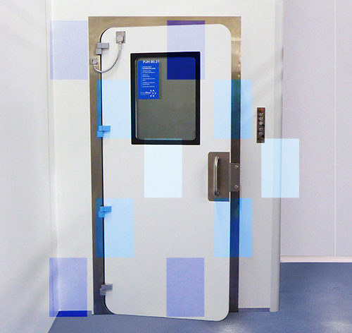 Inflatable gasket door for containment rooms