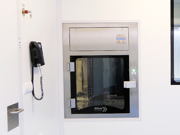 SAS Albian en acero inox. para intercambio de materiales entre salas limpias