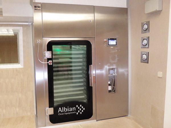 SAS Albian con carro en acero inox. para intercambio de materiales entre salas limpias